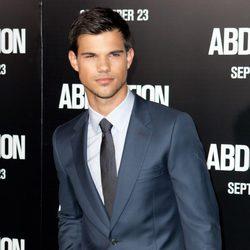 Taylor Lautner presenta su nueva película en Los Angeles