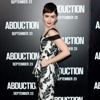 Lily Collins no pasa desapercibida en la premiére de 'Sin salida'