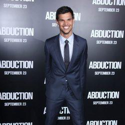 Taylor Lautner presenta 'Sin salida' en Los Angeles