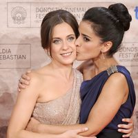María León e Inma Cuesta, muy unidas en San Sebastián