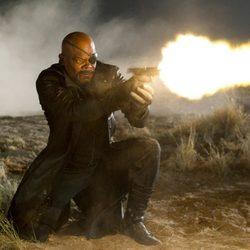 Nick Furia dispara preocupado en 'Los Vengadores'