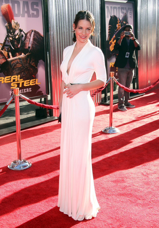 Evangeline Lilly posa en la alfombra roja de 'Acero puro'
