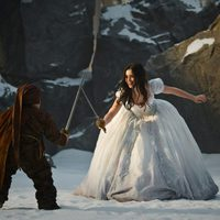 Lily Collins aprende a manejar la espada en 'Snow White'