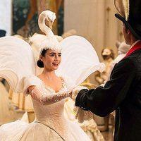 Extravagante vestido de cisne en 'Snow White'