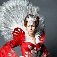 Julia Roberts viste como un pavo real en 'Snow White'