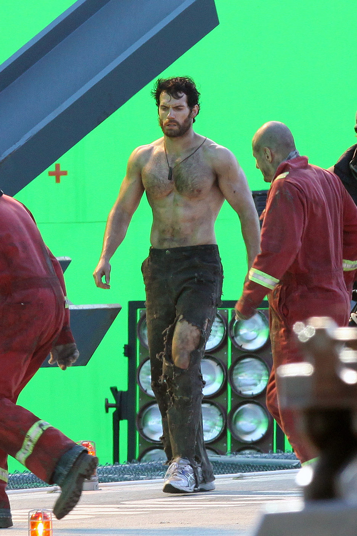 Henry Cavill sin camiseta en el set de 'Superman: Man of Steel'