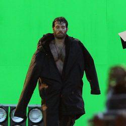 Henry Cavill se tapa en el set de lo nuevo de Zack Snyder