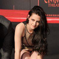 Kristen Stewart deja su huella delante del Teatro Chino
