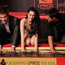 Robert Pattinson, Kristen Stewart y Taylor Lautner dejan sus huellas en Los Angeles