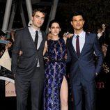Robert Pattinson, Kristen Stewart y Taylor Lautner posan en la premiére de 'Amanecer: Parte 1'