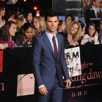 Taylor Lautner en la premiére de 'Amanecer: Parte 1' de Los Angeles