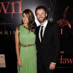 Nikki Reed y Paul McDonald en la premiére de 'Amanecer: Parte 1' de Los Angeles