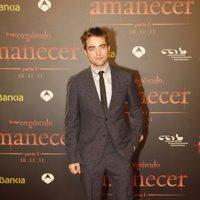 Robert Pattinson posa en la premiére de 'Amanecer: Parte 1' en Barcelona