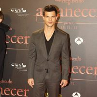 Taylor Lautner posa en la premiére de 'Amanecer: Parte 1' en Barcelona