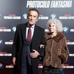 La Duquesa de Alba y Alfonso Díez en la premiére de 'Misión Imposible' en Madrid