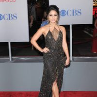 Vanessa Hudgens posa en la alfombra roja de los People Choice Awards 2012