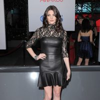 Ashley Greene posa en el photocall de los People Choice Awards 2012