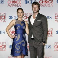Jennifer Lawrence y Liam Hemsworth en la alfombra roja de los People Choice Awards 2012