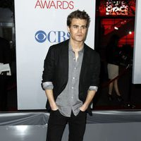 Paul Wesley en la entrada de los People Choice Awards 2012