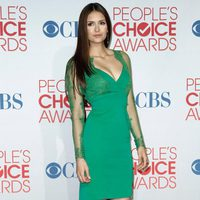 Nina Dobrev posa en el photocall de los People Choice Awards 2012