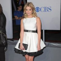 Ashley Benson en la alfombra roja de los People Choice Awards 2012