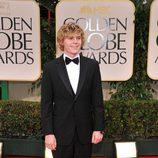 Evan Peters posa en el photocall de los Globos de Oro 2012