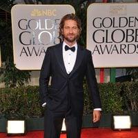 Gerard Butler posa en el photocall de los Globos de Oro 2012