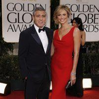 George Clooney y su pareja posan juntos en los Globos de Oro 2012