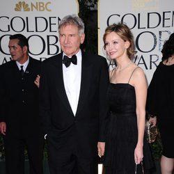 Harrison Ford y Calista Flockhart en la entrada de los Globos de Oro 2012