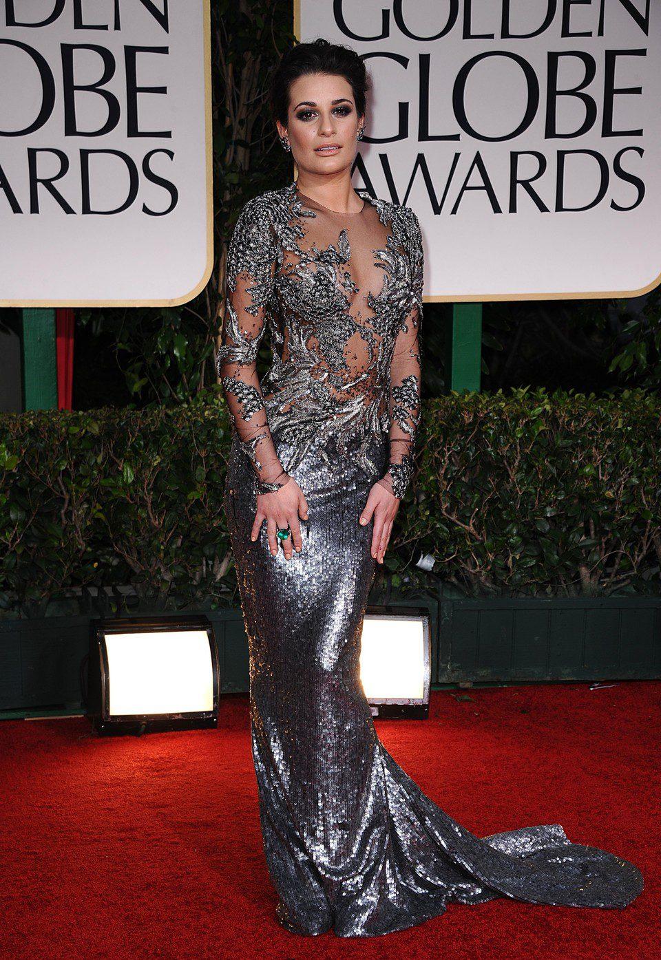 Lea Michele posa a la entrada de los Globos de Oro 2012