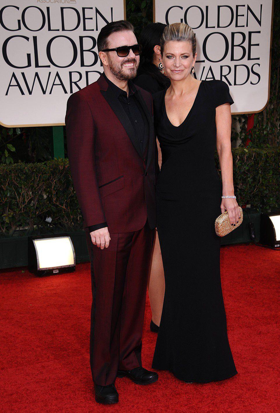 Ricky Gervais y Jane Fallon en la entrada de los Globos de Oro 2012