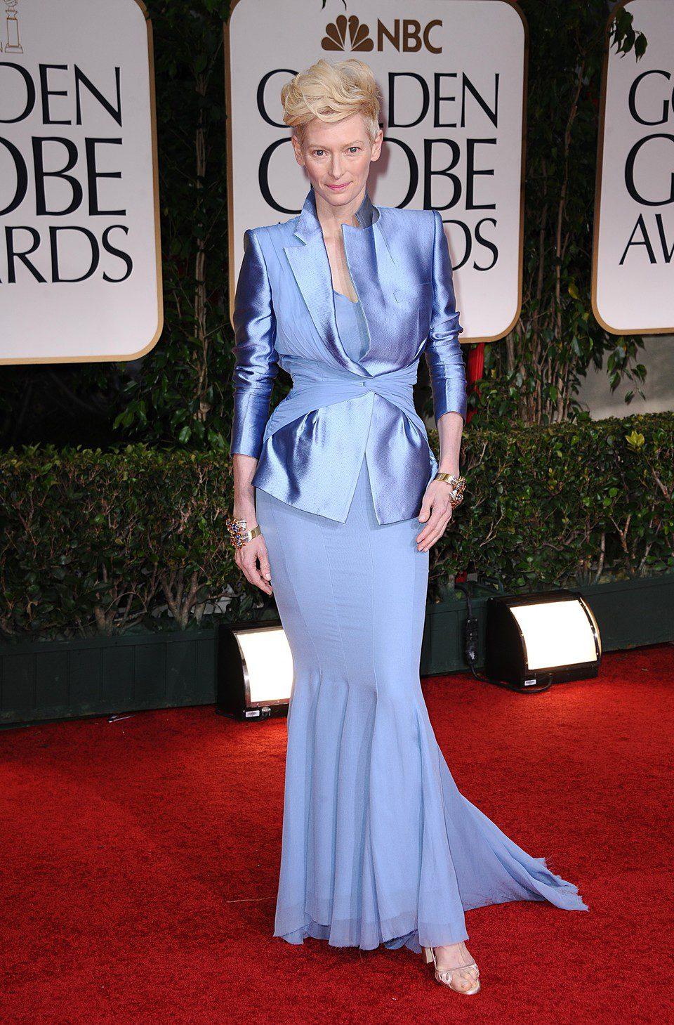 Tilda Swinton en la alfombra roja de los Globos de Oro 2012