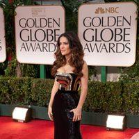 Salma Hayek posa en la alfombra roja de los Globos de Oro 2012