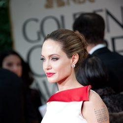 Angelina Jolie posa para los medios en los Globos de Oro 2012