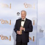 Christopher Plummer posa con su Globo de Oro a Mejor actor de reparto