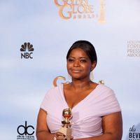 Octavia Spencer posa con su Globo de Oro a Mejor actriz de reparto
