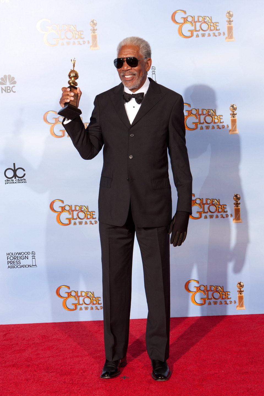 Morgan Freeman posa con el Globo de Oro honorífico