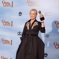 Meryl Streep posa con su Globo de Oro a Mejor actriz de drama