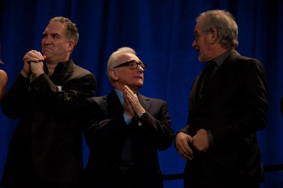 Martin Scorsese conversa con Steven Spielberg en la foto grupal de nominados de los Oscar 2012