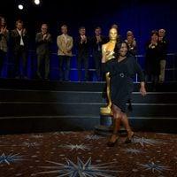 Octavia Spencer posa junto al Oscar gigante de la comida de nominados