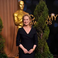 Meryl Streep posa a la entrada de la comida de nominados a los Oscar 2012