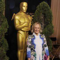 Glenn Close posa junto al Oscar gigante de la comida de nominados