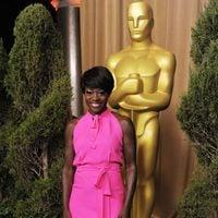Viola Davis, radiante en la comida de nominados a los Oscar 2012