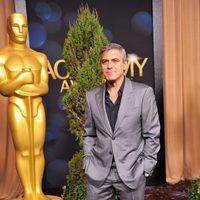 George Clooney en la comida de nominados a los Oscar 2012