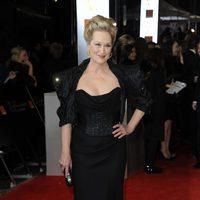 Meryl Streep posa a la entrada de los BAFTA 2012