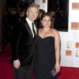 Kenneth Brannagh y su mujer en la alfombra roja de los BAFTA 2012