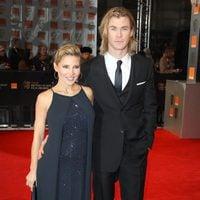 Elsa Pataky y Chris Hemsworth en la alfombra roja de los BAFTA 2012