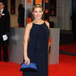 Elsa Pataky posa a la entrada de los premios BAFTA 2012