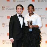 Daniel Radcliffe posa con Octavia Spencer en los BAFTA 2012