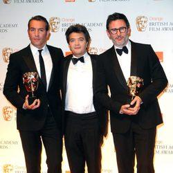 Jean Dujardin, Thomas Langmann y Michel Hazanavicius en los BAFTA 2012